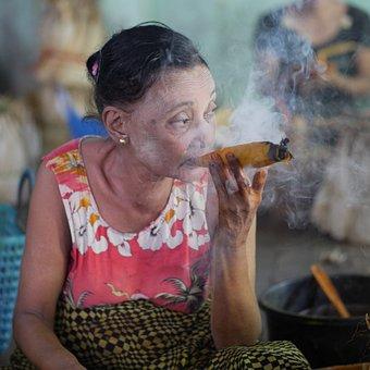 Smoking, Myanmar, Tabbak, Tabbakblatt, Woman, Raucherin