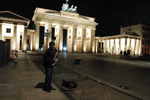 Brandemburska Gate, Night, Saxophonist, Berlin
