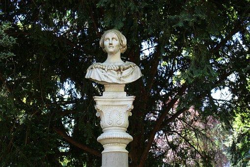 Stephanie Bust, Düsseldorf, Courtyard Garden, Sculpture