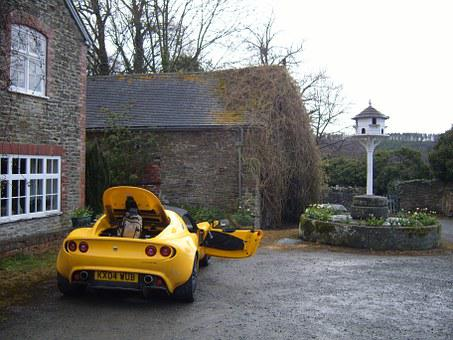 Yellow Lotus, Elise, Open