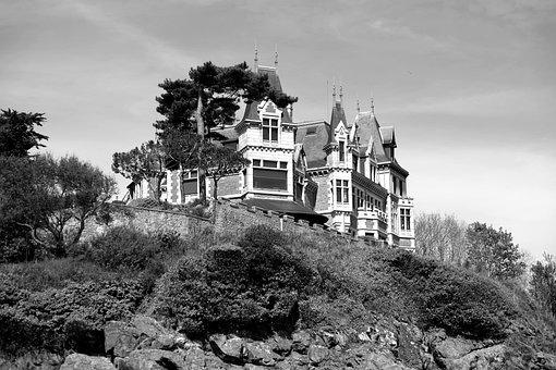 France, Brittany, Dinard, Rocks, House