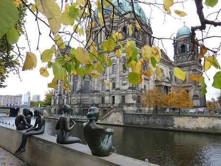 Hotels In Berlin, Museum, Riverside, Bronze, Statue