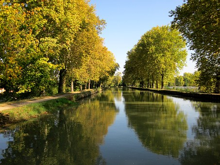 Canal De Garonne, France, Canal