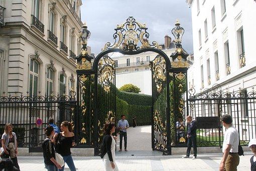 Paris, Champs Eysees, Abercrombie, France