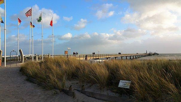 Grömitz, Sea Bridge, Flags, Sea Grass