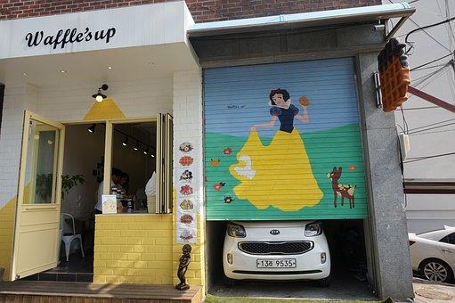 Republic Of Korea, Itaewon, Garage, Snow White Princess