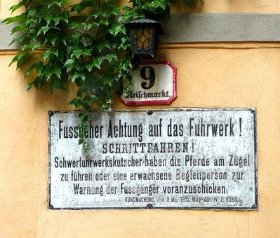 Shield, Traffic Sign, Historically, Vienna, Street Sign