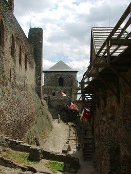 Castle, Castle Ruins, Stones, Yard, Zempéni Hg