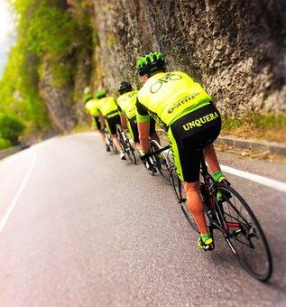 Cyclists, Unquera, Team