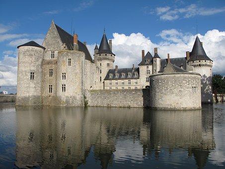 Château Of De Sully Sur Loire