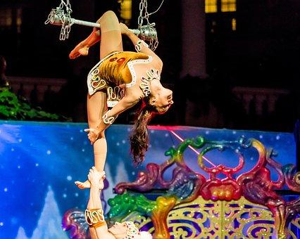 Acrobats, Cirque Du Soleil, Christmas Show