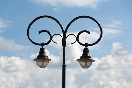 Bánfihunyad, Dual-lamp, Lamp Post