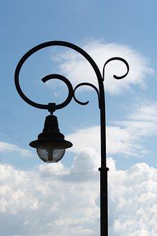 Bánfihunyad, Lamp Body, Pylon