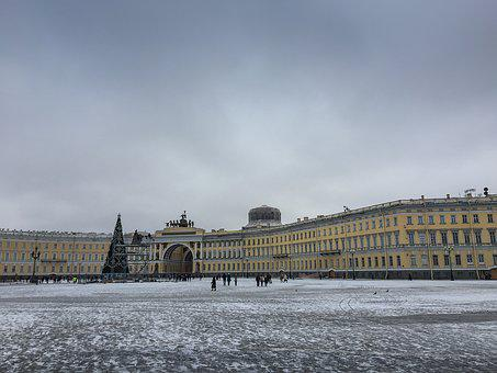 Russia, Saint Petersbourg, Palace Square, Ark