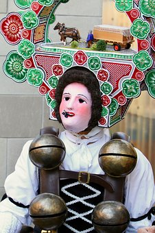 Silvesterchlaus, Mask, Clamps, Headdress, Tradition