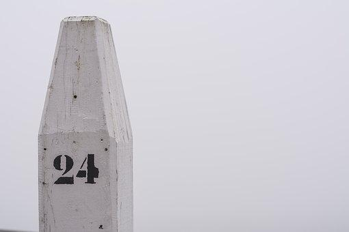 Pole, 24, Number, Meerpaal, Boat, Mooring, Quay, White