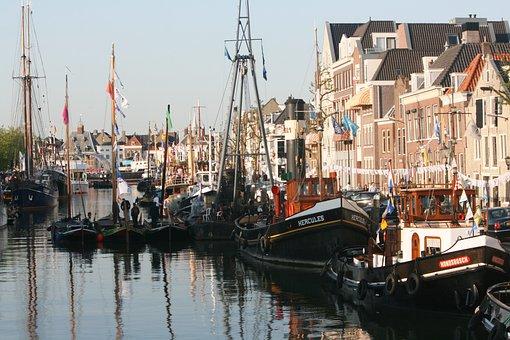 Maassluis, Port, Ships