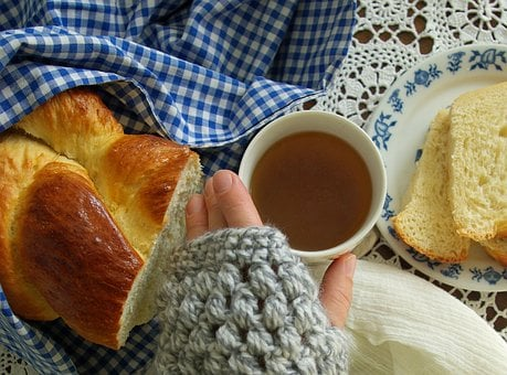 Chałka, His Grandmother Yeast, Mittens, Tea, Grid, Cake