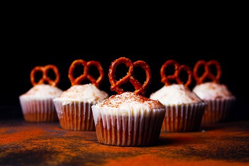 Cupcakes, Pastry, Icing, Pretzels, Cinnamon, Food