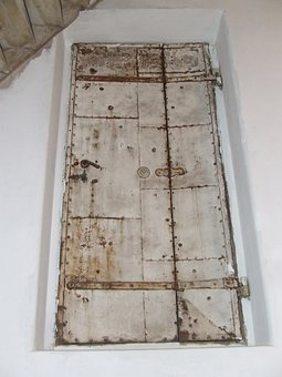 Old Door, Tetőajtó, Templompadlás
