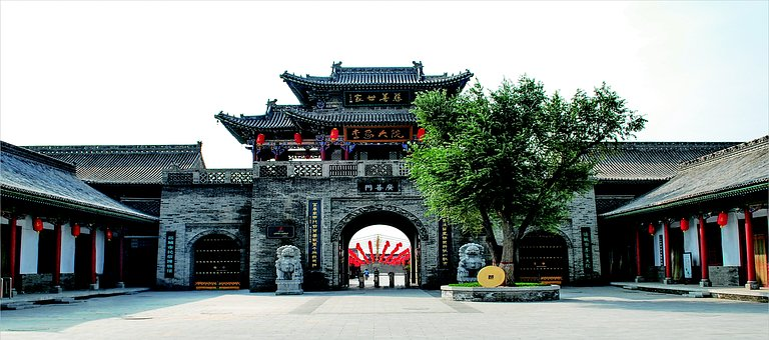 Lee Courtyard, The Main Entrance, Kwong Sin Door