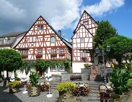Zeltingen, Mosel, Sachsen, Germany, Fachwerkhaus, Truss