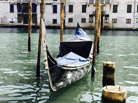 Venetian Boat, Gondola, Venice