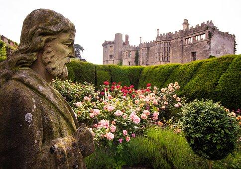 Thornbury Castle, Thornbury, Statue, England
