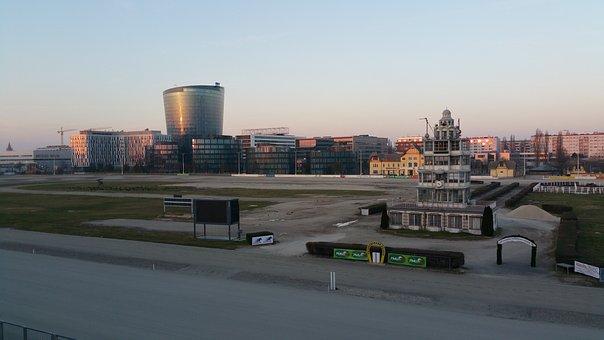 Racecourse, Horses, Skyscraper, Abendstimmung, Vienna