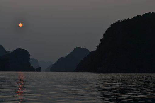 Ha Long Bay, Viernam, Sunset