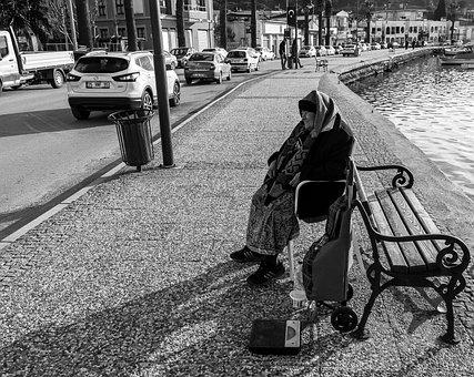 Weigher, Women's, Sidewalk