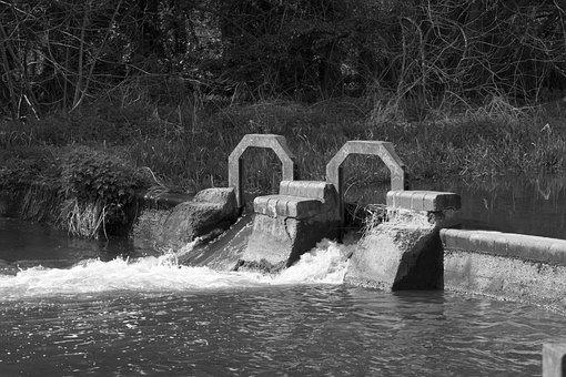River Chess, Watford, Cassiobury Park, Wier, Dam, Water