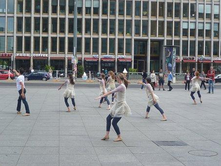 Dancers, Potsdam Place, Ballet, Tai Chi
