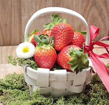 Strawberries, Basket, Moss, Blossom, Bloom, Spring