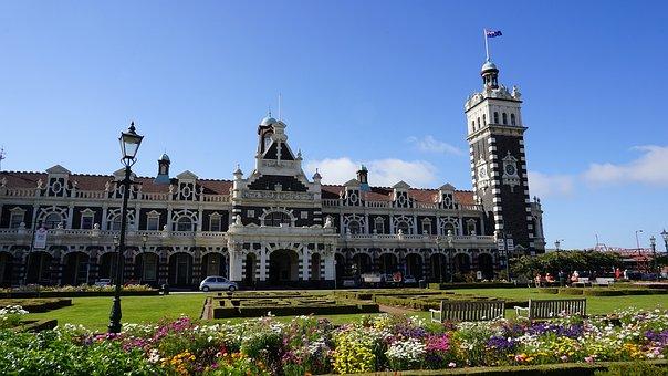 Station Dunedin, Station Building, Historically