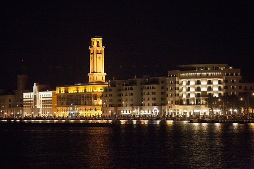 Bari, Nocturne, Waterfront