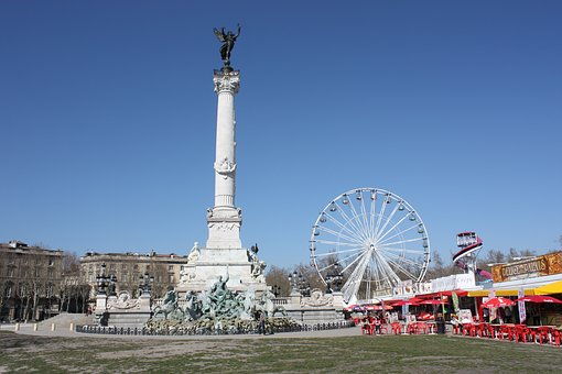 Up Quinconces, Bordeaux, Fun Fair, Statue