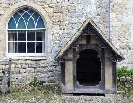 Elaborate Dog's Kennel, Medieval Courtyard