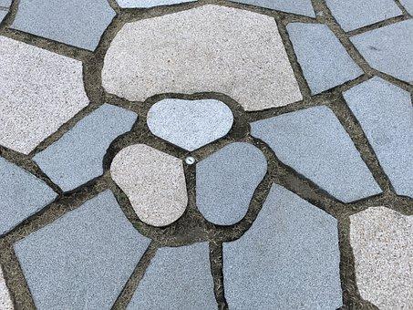 Kioicho Garden, Aoi, Pavement