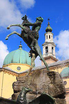 Faun, Fontana, Duomo, Asiago, Piazza Carli