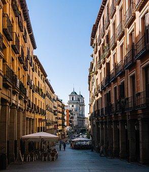 Madrid, Calle Toledo, Architecture