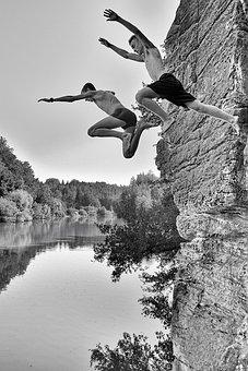 Jumps Into The Pond, The Pond Věžák, Boys