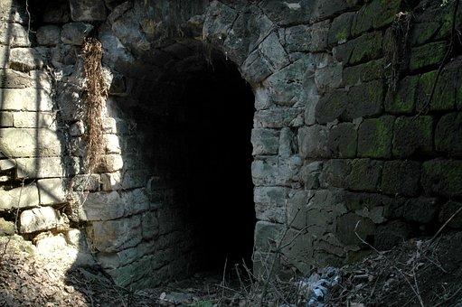 Secret Passage, Leak, History, Castle