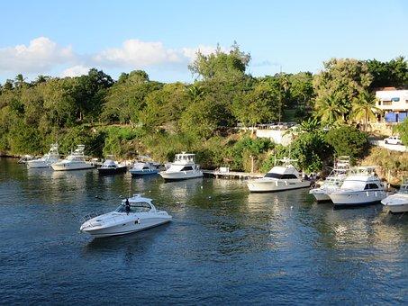 Tourism, Island Of The Caribbean, Roman, Yachts