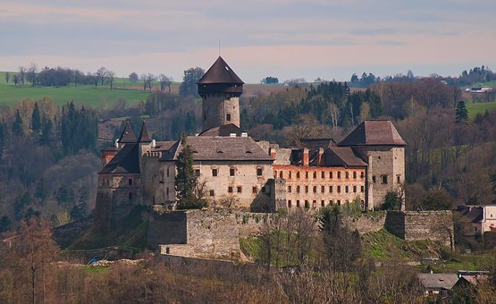 The Owlery, Castle, History, The Walls Of The