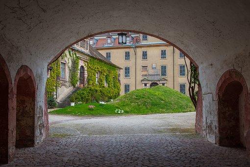Baden Baden, Castle, New Castle, Schlosshof, Park