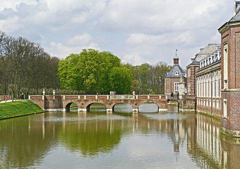 Moated Castle, North Churches, Moat, Bridge, Access