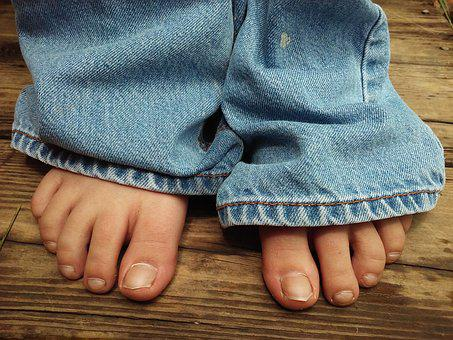 Feet, Foot, Toes, Jeans, Toe, Body, Barefoot, Skin