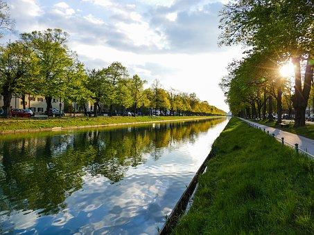 Munich, The Nymphenburg Channel, Avenue