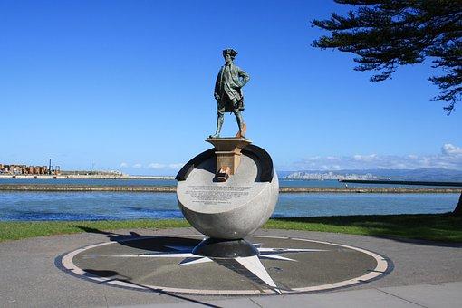Gisborne, New Zealand, Captain James Cook, Beach